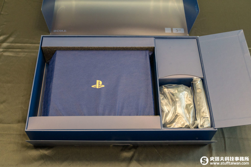 PlayStation 4 Pro 500 Million Limited Edition盒裝