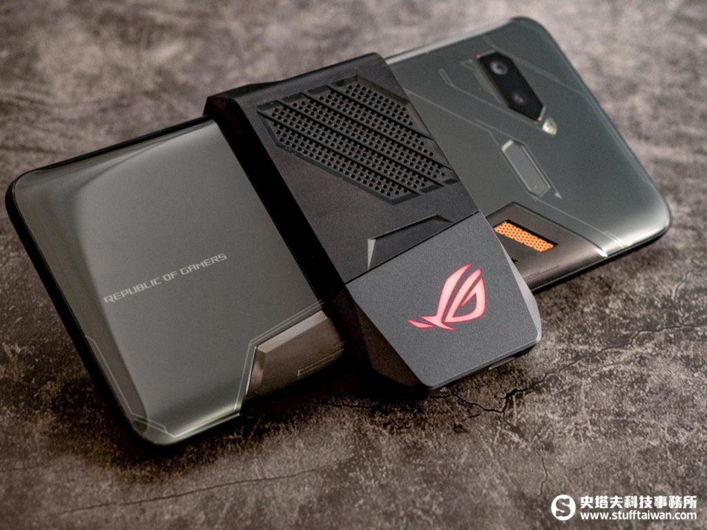 外掛式AeroActive散熱風扇與ROG Phone組合後的樣子