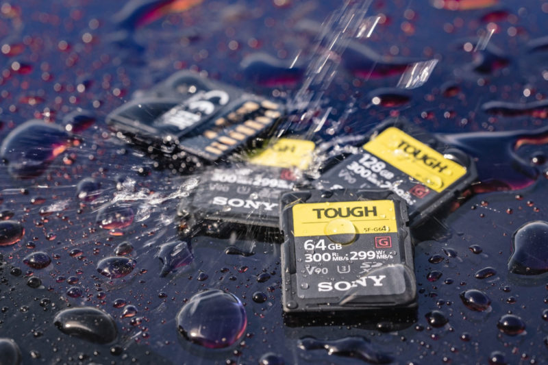 Sony SF-G系列TOUGH規格UHS-II SD記憶卡防水情境照