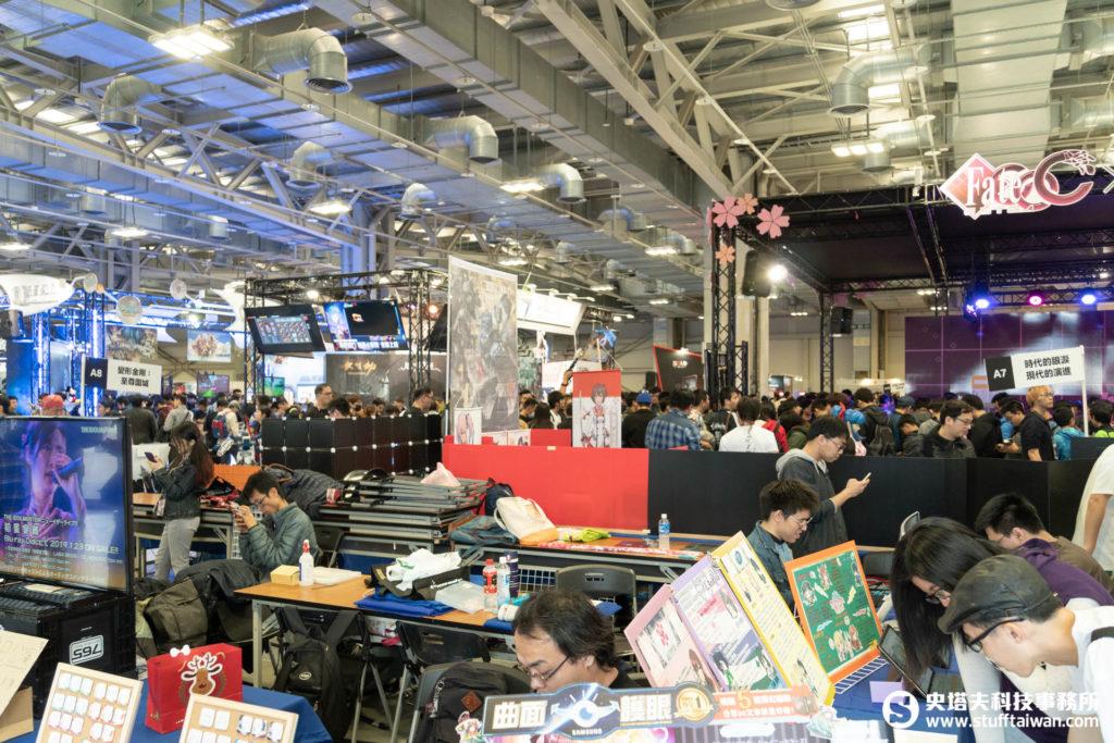 2018巴哈姆特站聚Gamer Party首度開放廠商進駐,廠攤與板攤交錯