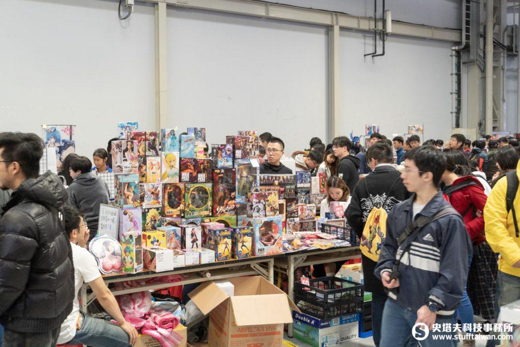 二手市集攤位很多實體遊戲周邊商品