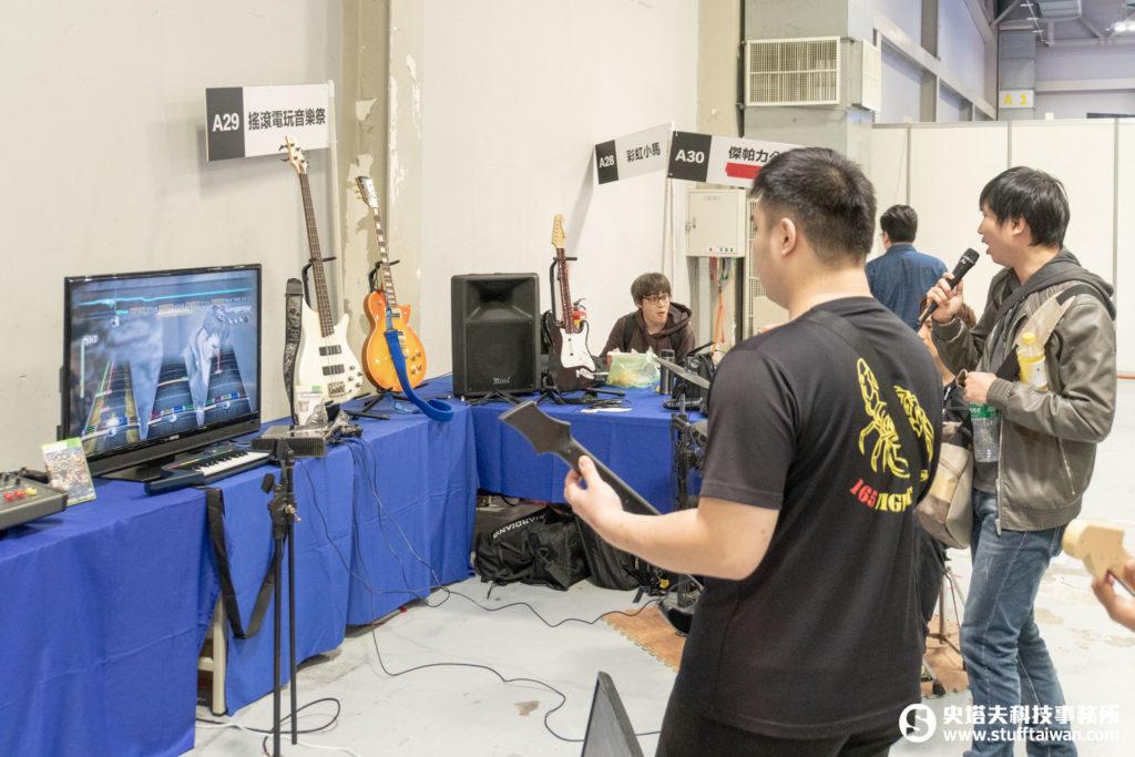 玩家自己辦一個小型搖滾音樂祭攤位,樂在其中