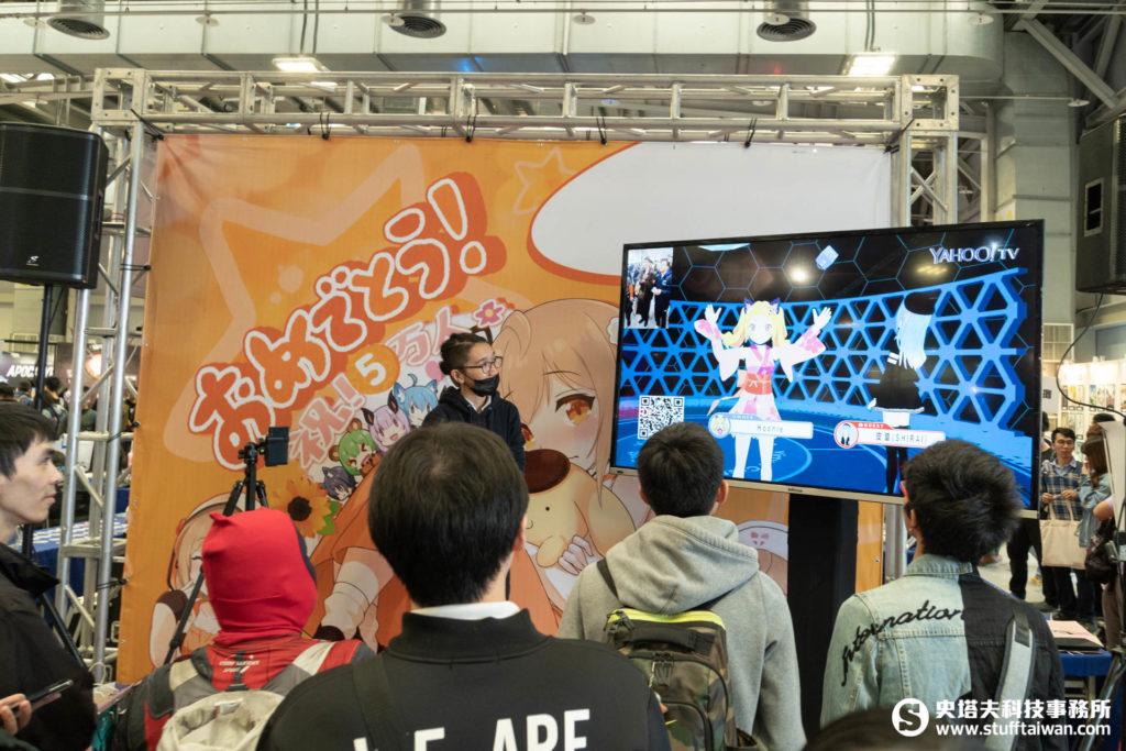 Yahoo TV Vtuber虎妮(左)來到Vtuber SHIRAI(右)的聊天室當特別來賓,兩人都可以現場互動