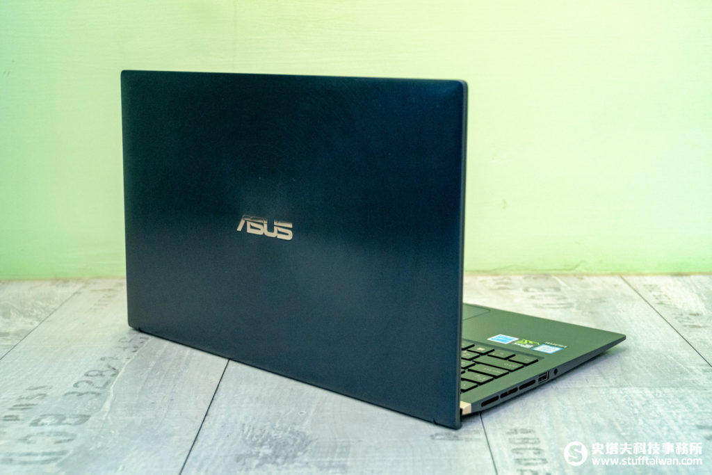 ASUS ZenBook 15 UX533皇家藍