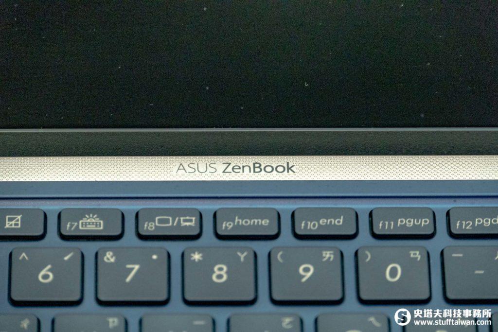 ZenBook 15 UX533鍵盤上方LOGO特寫