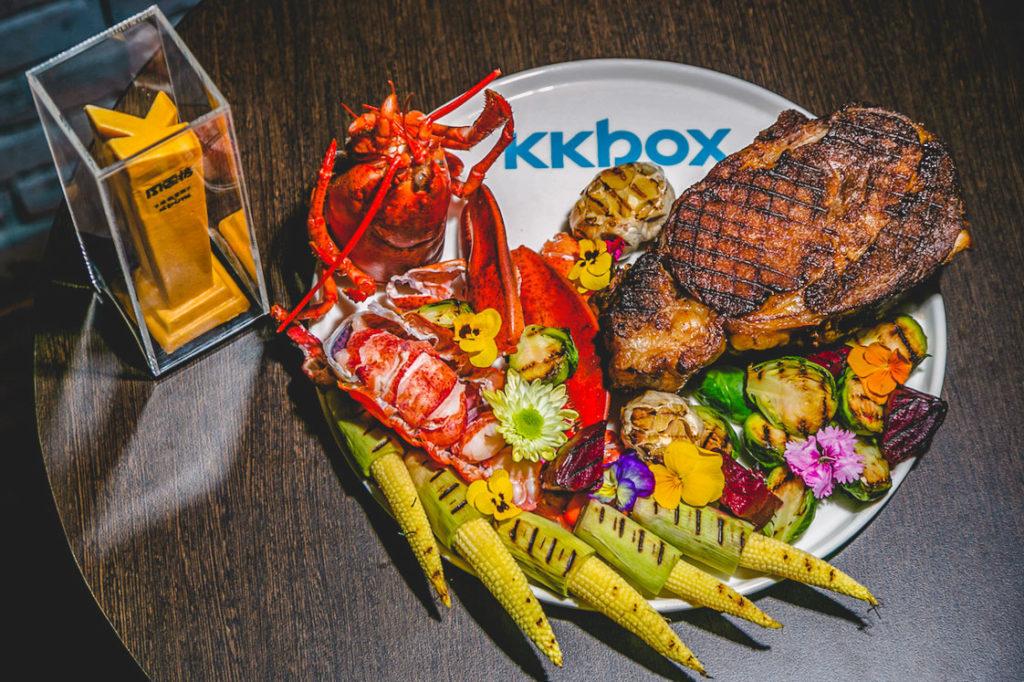 KKBOX Prime包廂的現切牛排、焗烤波士頓大龍蝦