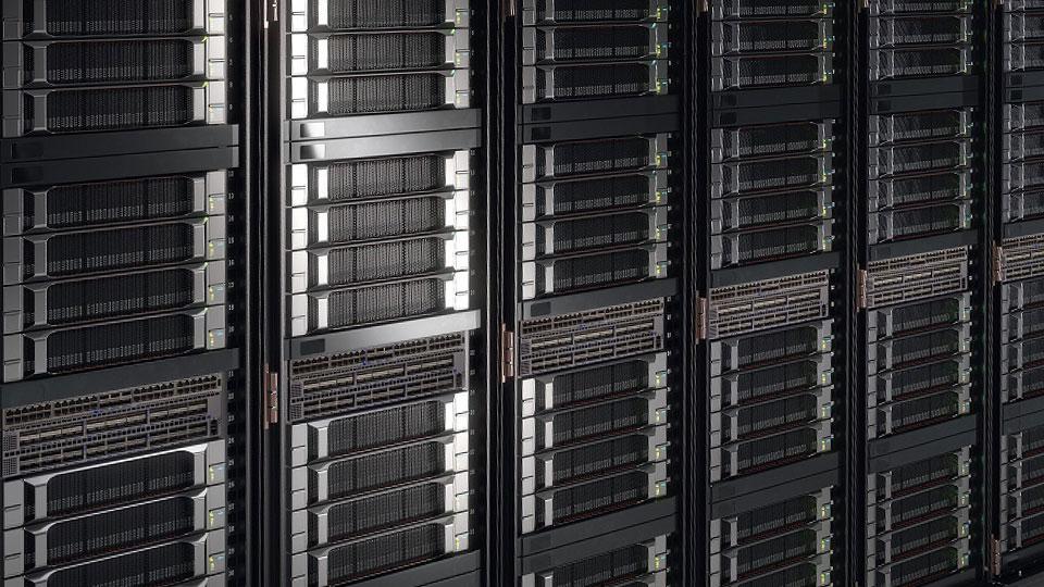 以NVIDIA T4驅動的企業伺服器