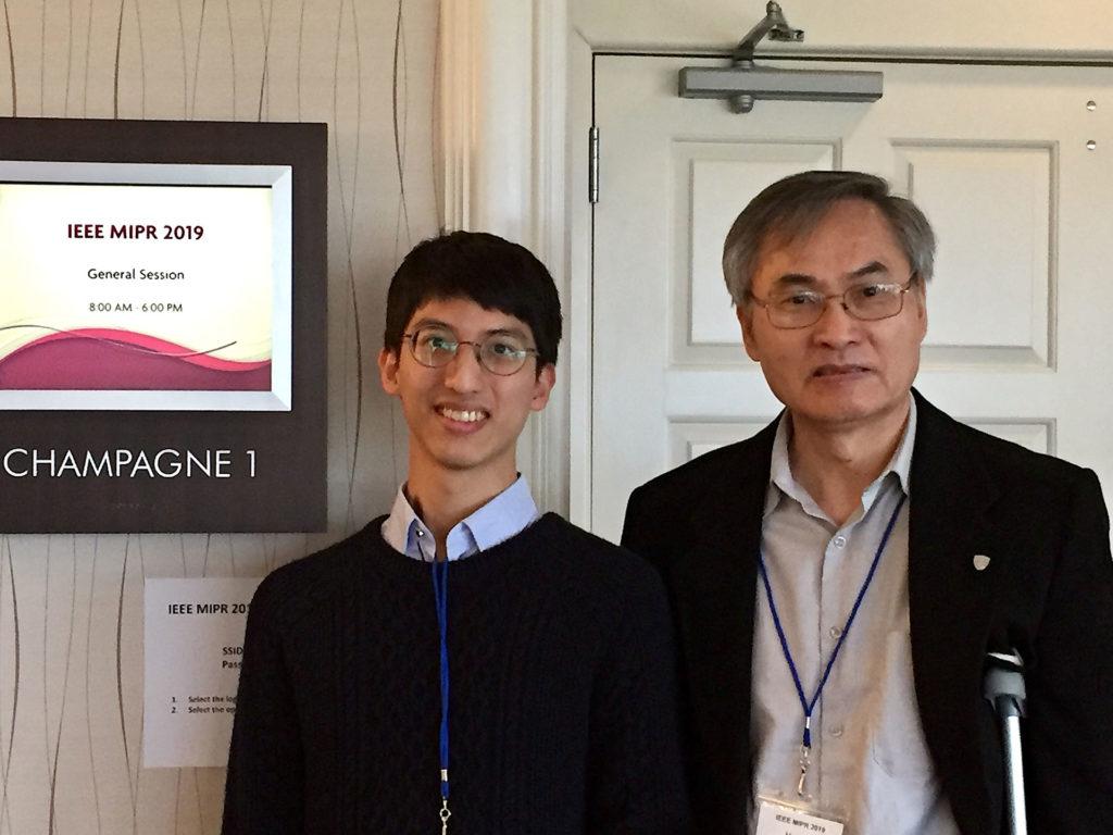 台大陳宏銘教授(右)與曹竣寧同學