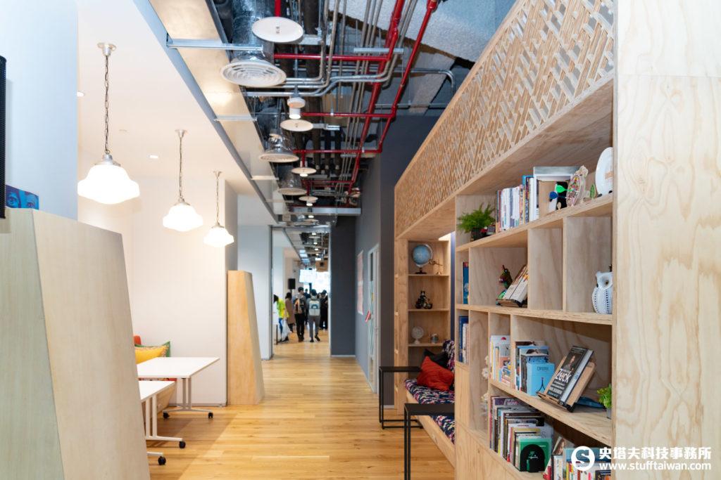 Facebook辦公室天花板的1%設計
