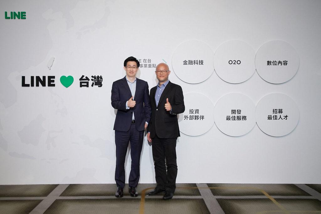 左起LINE共同執行長慎重熩,LINE台灣董事總經理陳立人