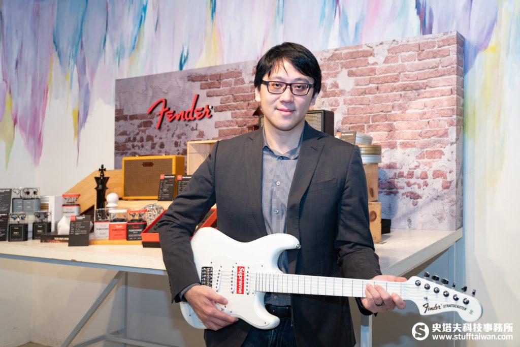 Fender台灣總代理海國樂器董事長張冠群,與他收藏的Supreme聯名Fender電吉他