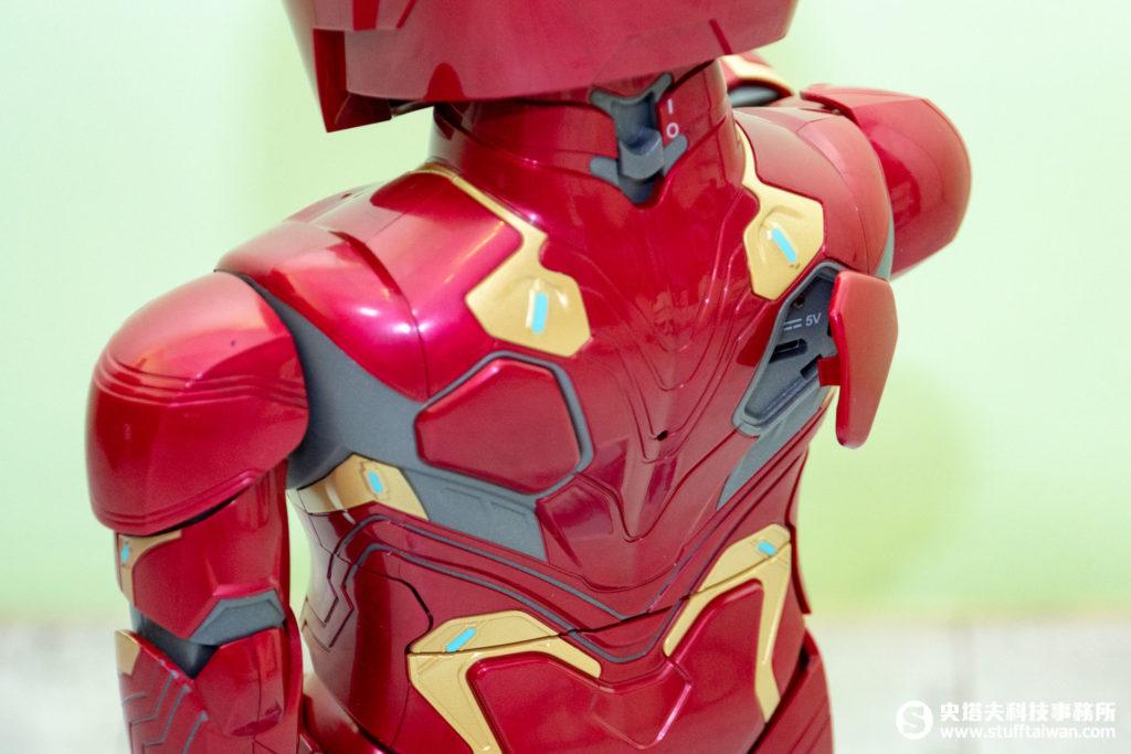 鋼鐵人MARK50機器人背部充電口