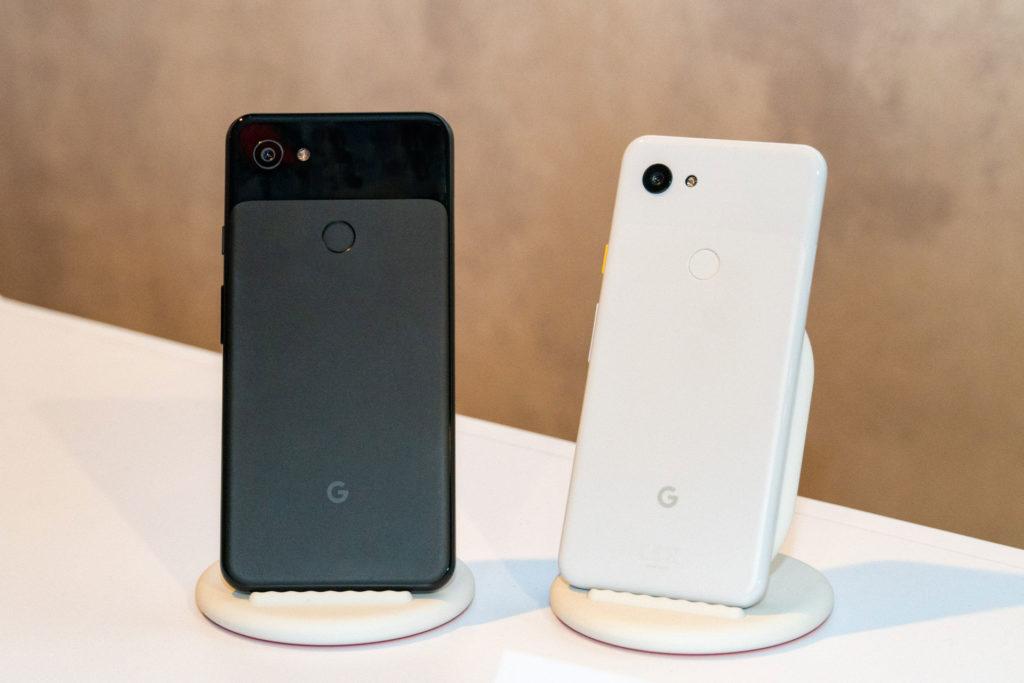 Google Pixel 3a(右)與Pixel 3a XL