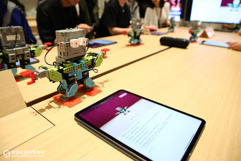透過編碼課程,能夠讓機器人動起來!