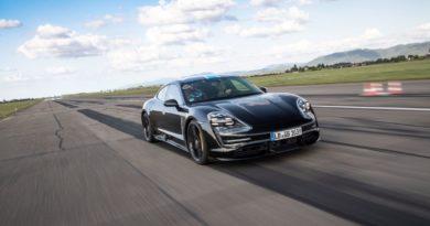 首款純電跑車Porsche Taycan即將登場 副駕也有觸控螢幕有夠酷