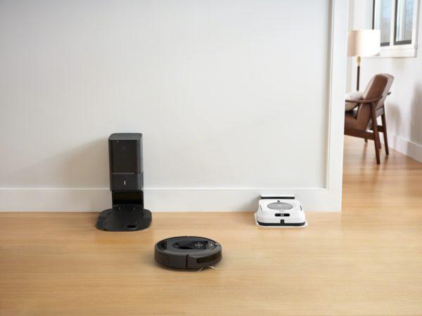01. iRobot旗艦機款「Roomba i7+」掃地機器人與全新拖地機器人「Braava jet m6」,在掃除時彼此智慧溝通,先掃後拖、默契清潔。掃拖雙雄聯手,除塵抑垢,面對換季也能老神在在!