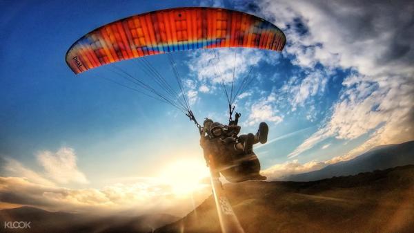 12. 花蓮滑翔傘:專業教練陪同飛行,打造一趟安全又盡興的體驗