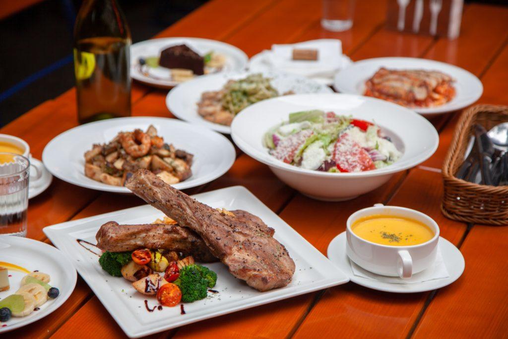 (圖8)《Plan B歐陸街頭市集小酒館》推出「母親節4人套餐」,每口都有滿滿的地中海風情
