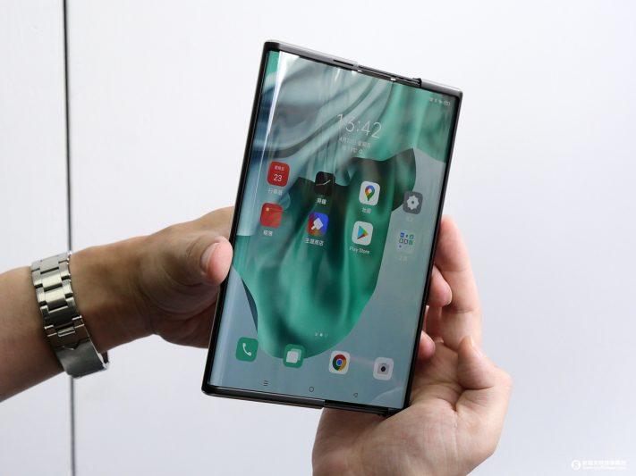 伸縮自如!OPPO X 2021 捲軸式螢幕概念機 驚喜現身台北信義商圈