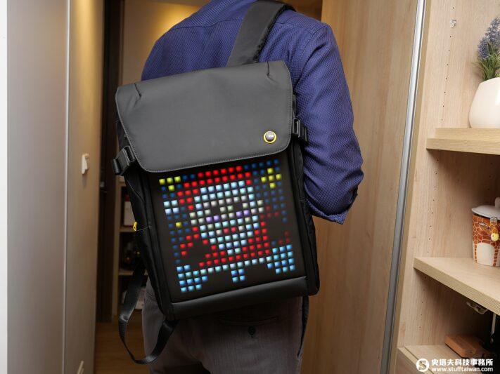 Divoom像素背包 潮流自行打造 還可以玩遊戲的背包